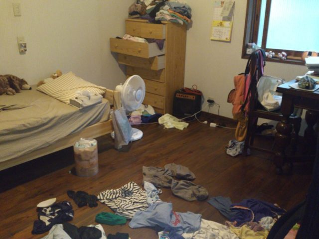 部屋 脱出 汚